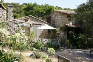 La Vieille Bergerie, Bed and Breakfasts  Èze - big - 5