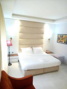 Glee Hotel