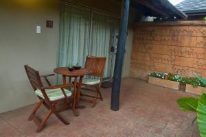 Twin or King Room with Garden Access (Full Bathroom) - Room 11