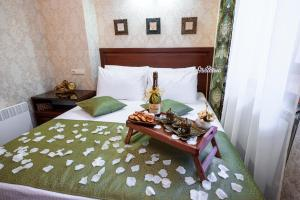 Kon-Tiki Boutique Hotel, Bed & Breakfast  San Pietroburgo - big - 61