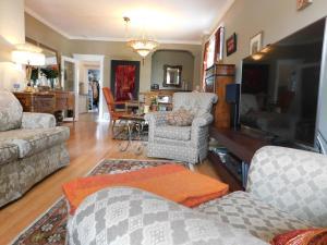 Sunnyside Heritage Home, Guest houses  Calgary - big - 26