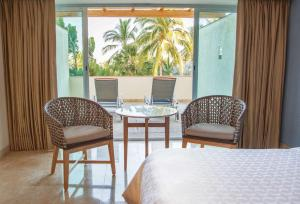 Double or Twin Room - Ocean Front with Terrace