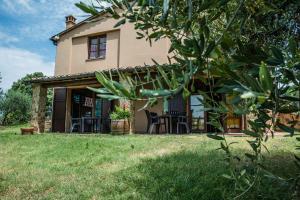 Agriturismo Fattoria Sant'Appiano, Farm stays  Barberino di Val d'Elsa - big - 1