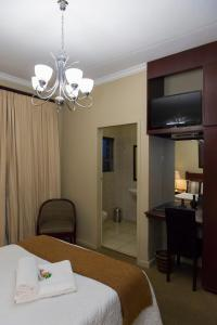 Double Room with Garden Access - Room 1