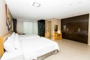 Rich Hotel, Отели  Чеджу - big - 27