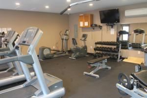 Bell's Extended Stay and Suites, Отели  Saint Robert - big - 30
