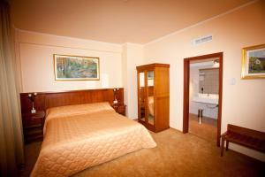 Hotel Maxim, Отели  Орадя - big - 13