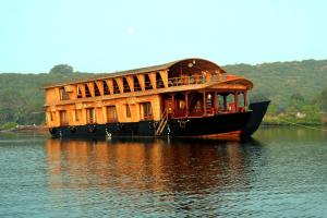 Houseboat room for 3 in Siolim, by GuestHouser