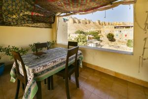 Room in a heritage stay near Jaisalmer Fort, Jaisalmer, by GuestHouser 10432, Case vacanze  Jaisalmer - big - 17