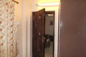 2 BHK Apartment in Salt Lake, Kolkata, by GuestHouser (D8F3), Апартаменты  Калькутта - big - 6
