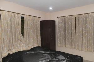 2 BHK Apartment in Salt Lake, Kolkata, by GuestHouser (D8F3), Апартаменты  Калькутта - big - 5