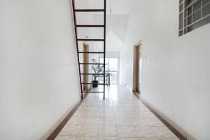 1 BHK Apartment in Mathias Tower, Chikkamagaluru, by GuestHouser (D5F7), Apartmány  Chikmagalūr - big - 2