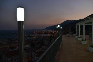 Domina Fluctuum - Penthouse in Salerno Amalfi Coast, Apartments  Salerno - big - 36