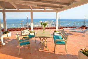 Domina Fluctuum - Penthouse in Salerno Amalfi Coast, Apartmanok  Salerno - big - 48