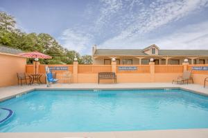 Super 8 by Wyndham Sumter, Motels  Sumter - big - 7