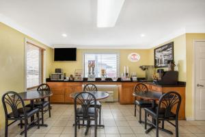 Super 8 by Wyndham Sumter, Motels  Sumter - big - 26