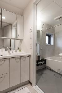 SHINJUKU: Penthouse, Walk Shinjuku station, Views!, Apartmanok  Tokió - big - 6
