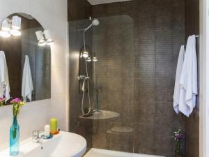 One-Bedroom Apartment (4 Adults) - Doctor Trueta 228 street