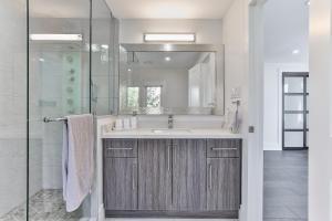 QuickStay - Classy 5bdrm House in Vaughan, Prázdninové domy  Toronto - big - 56