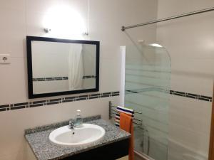 Villa Rominha III - Nazaré, Apartmanok  Nazaré - big - 18