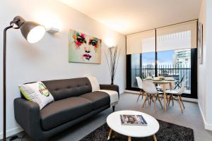COMPLETE HOST St Kilda Rd Apartments, Апартаменты  Мельбурн - big - 49