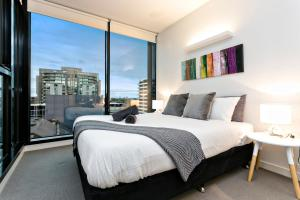 COMPLETE HOST St Kilda Rd Apartments, Апартаменты  Мельбурн - big - 43