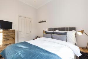 2 Bedroom Apartment in Hampstead.  Foto 17