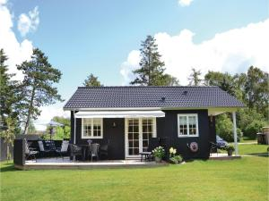 Two-Bedroom Holiday Home in Kirke Hyllinge, Nyaralók  Kirke-Hyllinge - big - 1