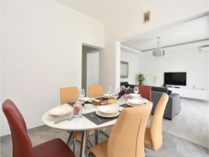 Four-Bedroom Holiday Home in Kastel Novi, Dovolenkové domy  Kaštel Novi - big - 14