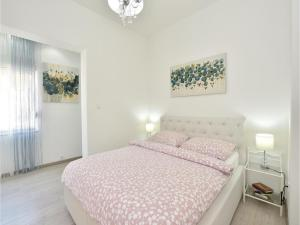Four-Bedroom Holiday Home in Kastel Novi, Dovolenkové domy  Kaštel Novi - big - 17