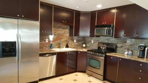 Minutes from Malibu 3bd 2ba Lake Front Luxury Home