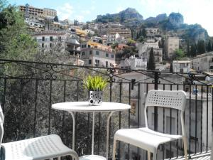 Taormina castle view - AbcAlberghi.com