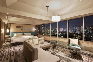 Renovated Panoramic Junior Suite King Room - Non-Smoking
