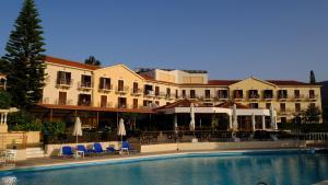 Karavados Beach Hotel(Karavadhos)