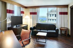 Junior Suite with Harbour View