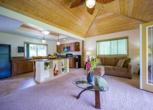 Kealohapau'ole, Holiday homes  Mountain View - big - 19