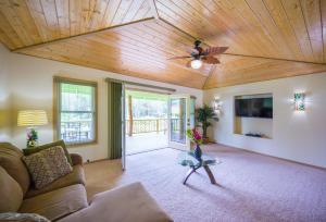 Kealohapau'ole, Holiday homes  Mountain View - big - 21
