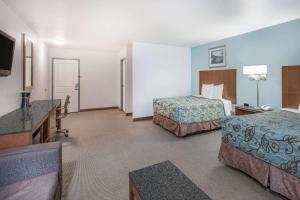 Deluxe Queen Suite with Two Queen Beds - Non-Smoking