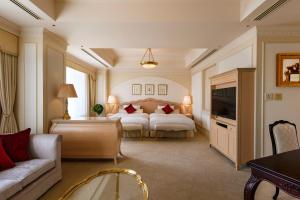 Junior Suite with Extra Bed with Free Lounge Access - Non-Smoking