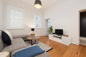 Spacious One Bedroom - Heart of Potts Point H333