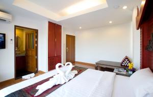 Deluxe Double Room with Canal View