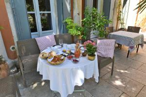 La Merci, Chambres d'hôtes, Bed & Breakfast  Montpellier - big - 77