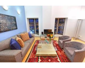 Large One-Bedroom Apartment - Mutual Heights 910