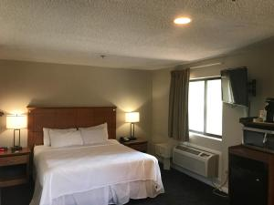 King Suite with Hot Tub - Non-Smoking