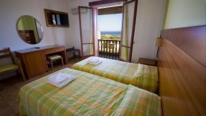 Hotel Navarone, Отели  Петрокорион - big - 7