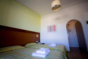 Hotel Navarone, Отели  Петрокорион - big - 9