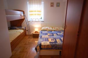 Apartments Tonzi, Ferienwohnungen  Malinska - big - 6