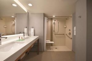 Queen Room with Two Queen Beds and Roll-In Shower - Disability Access