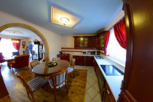 Cozy Comfortable House For Holiday, Nyaralók  Donji Proložac - big - 32