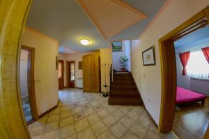 Cozy Comfortable House For Holiday, Nyaralók  Donji Proložac - big - 35